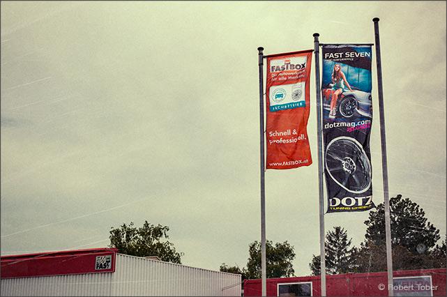 Dotz Fast Seven Fahne / Banner mit Miss Austria Anna Hammel. © Robert Tober Photography · www.toro.cc