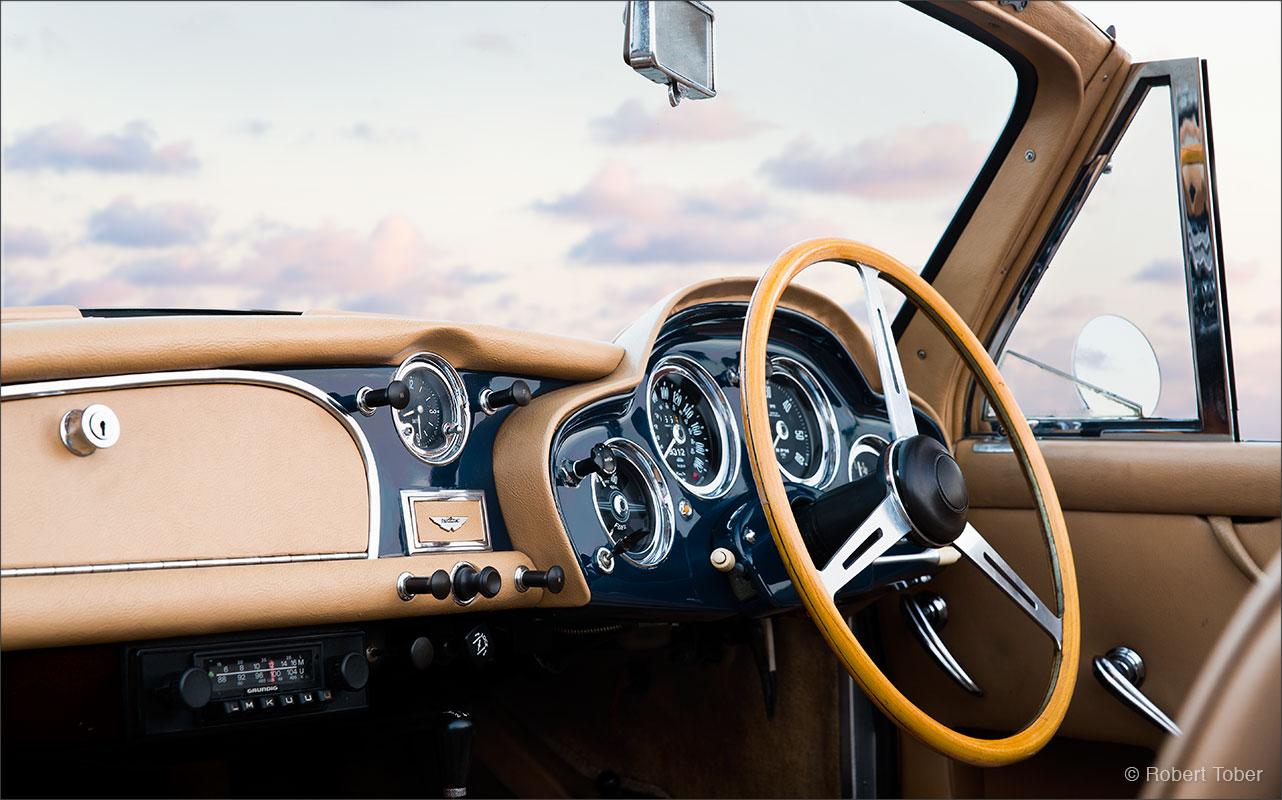 aston-martin-db-mark-3-convertible-sportwagen-klassiker-armaturenbrett-by-robert-tober