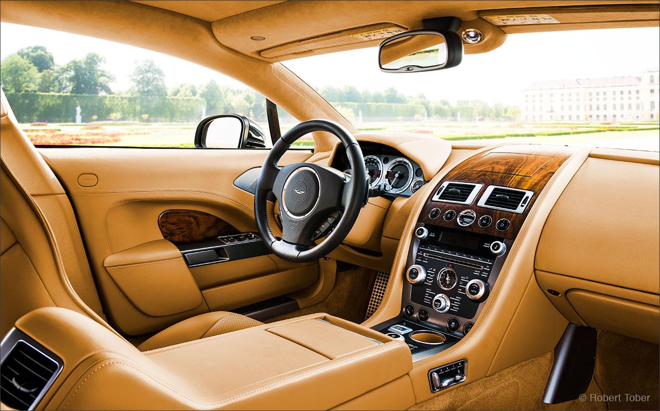 aston-martin-rapide-v12-luxus-sportwagen-armaturenbrett-dashboard-fotografie-by-robert-tober