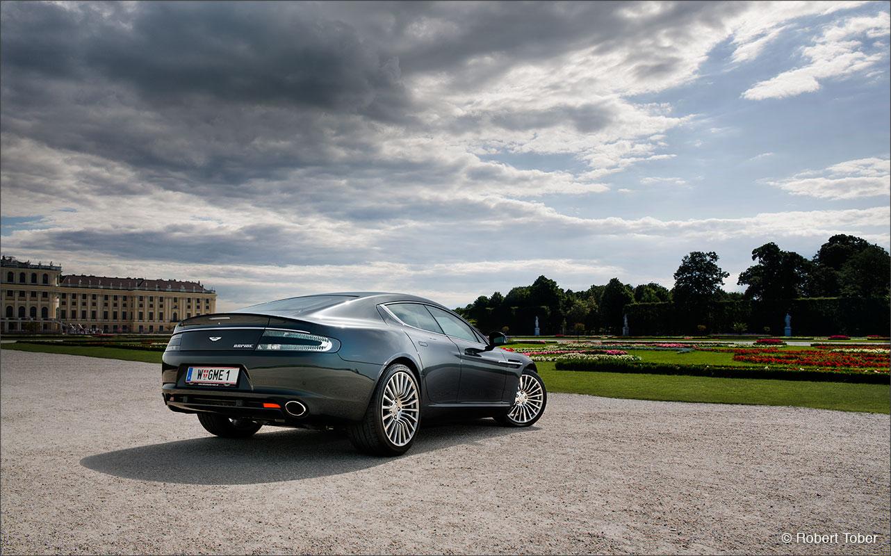aston-martin-rapide-v12-luxus-sportwagen-schloss-schoenbrunn-fotografie-by-robert-tober