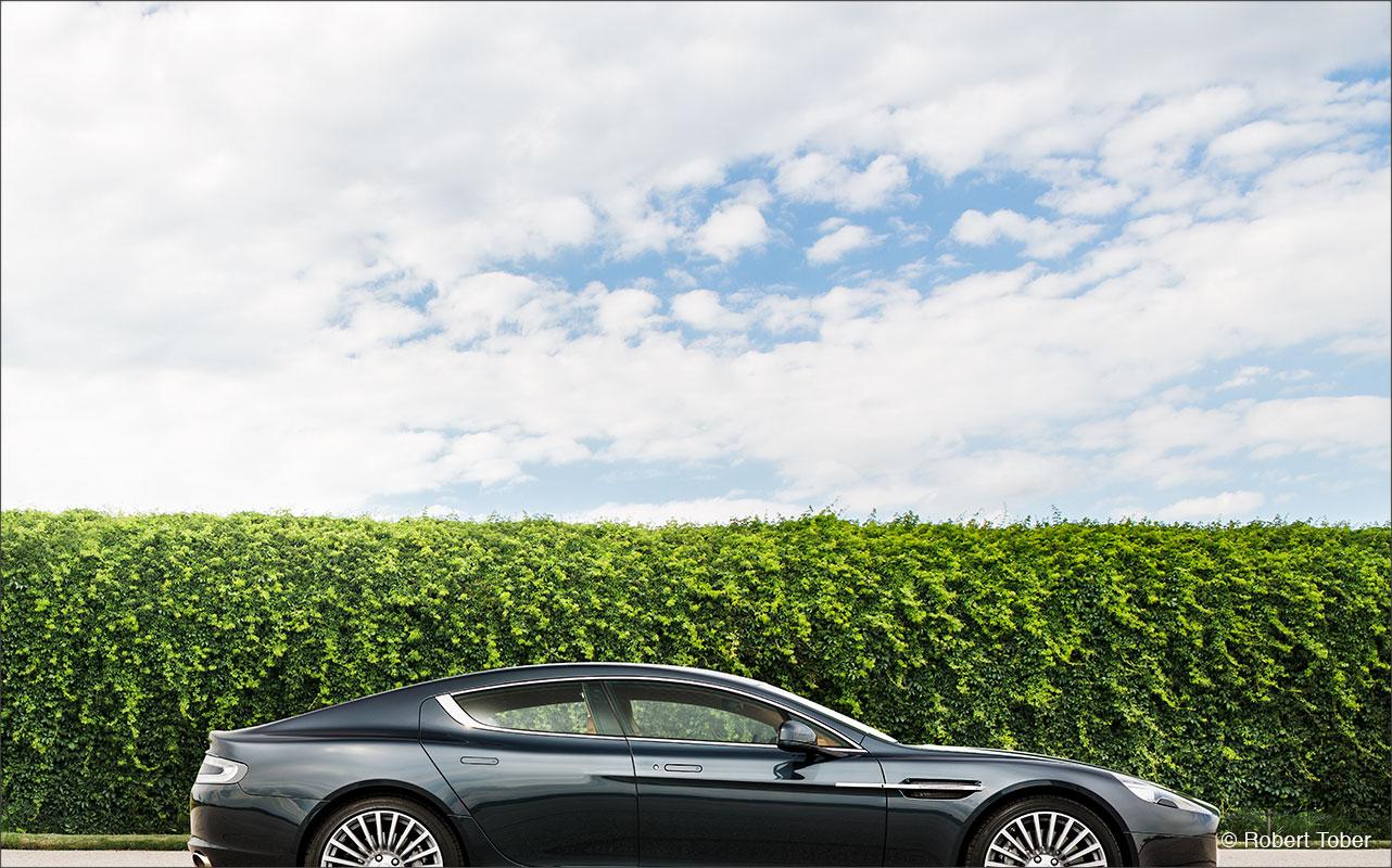 aston-martin-rapide-v12-luxus-sportwagen-schlosspark-fotografie-by-robert-tober